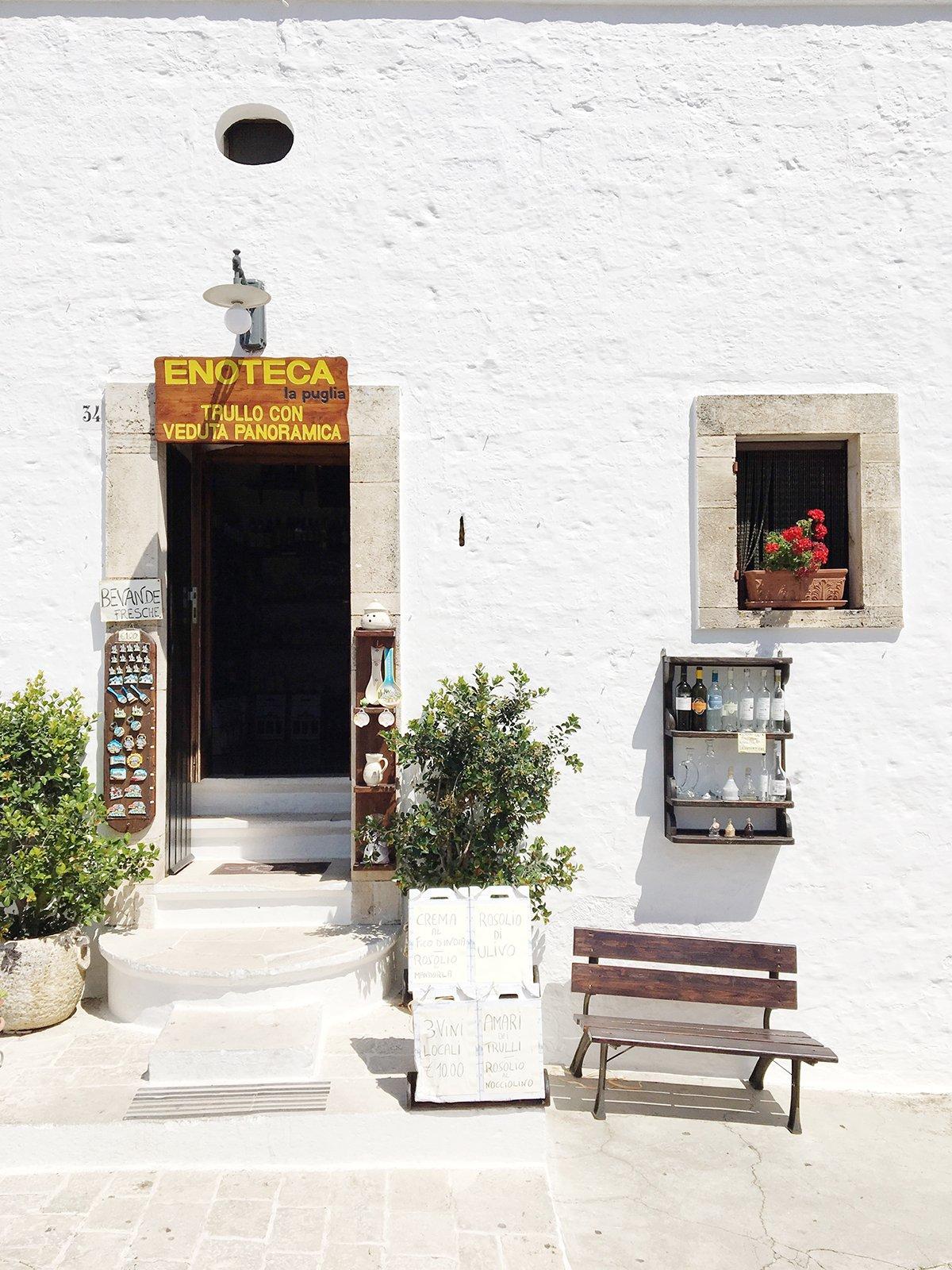 alberobello_travel_shopfront_italian