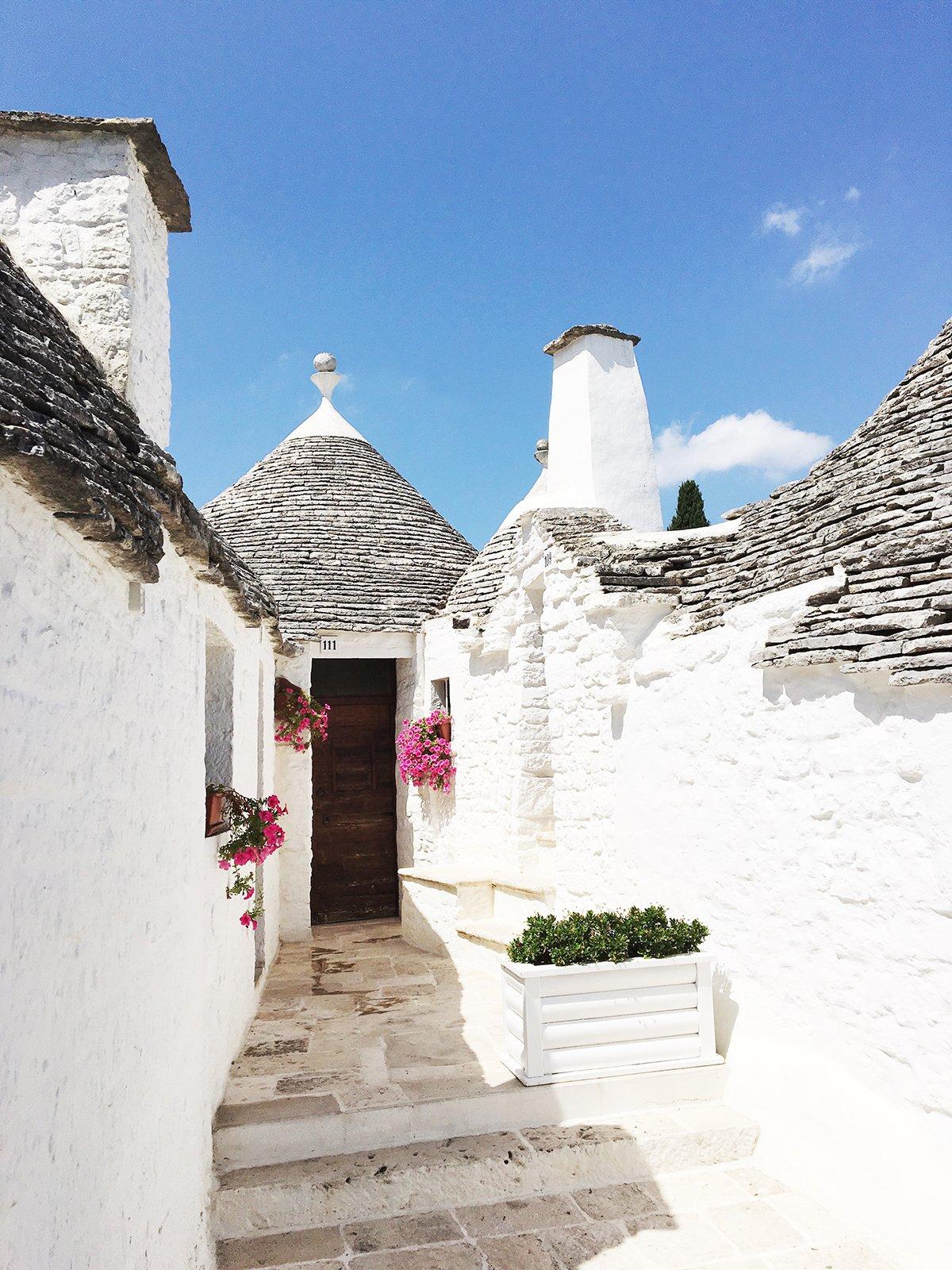 alberobello_travel_trullo_houses