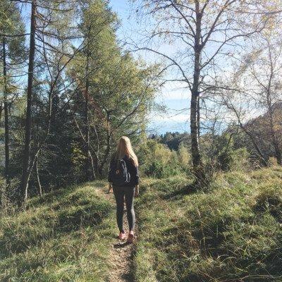 scandinavian feeling in italy hiking girl