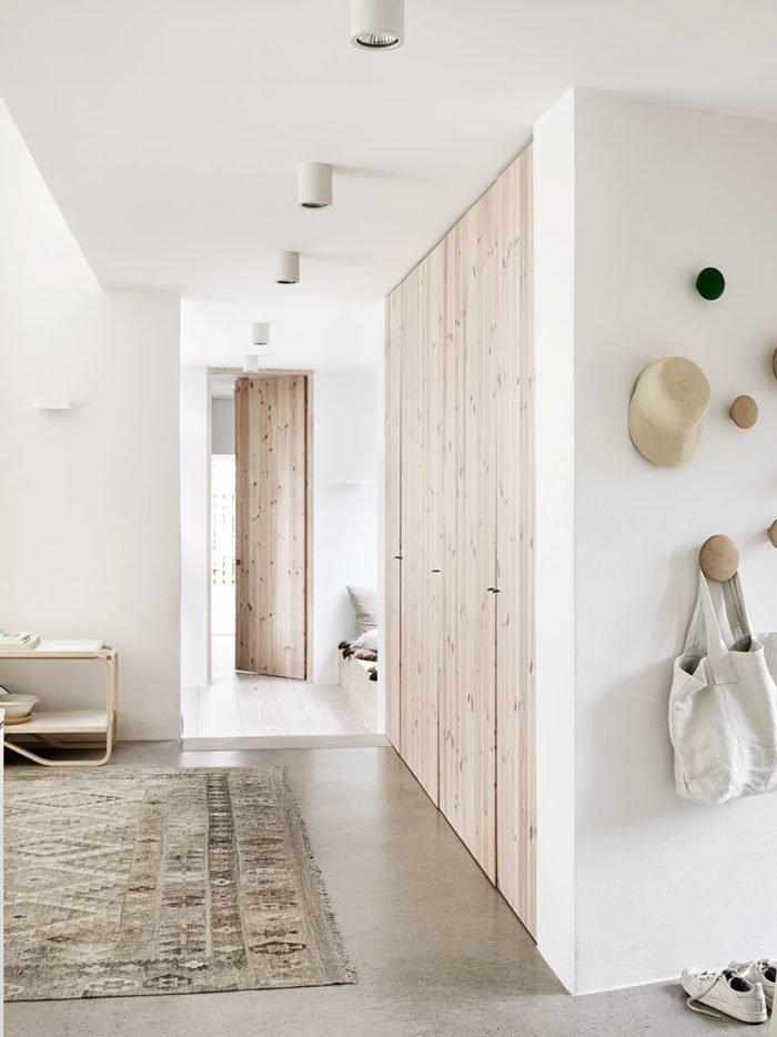 natural_scandinavian_home_hallway