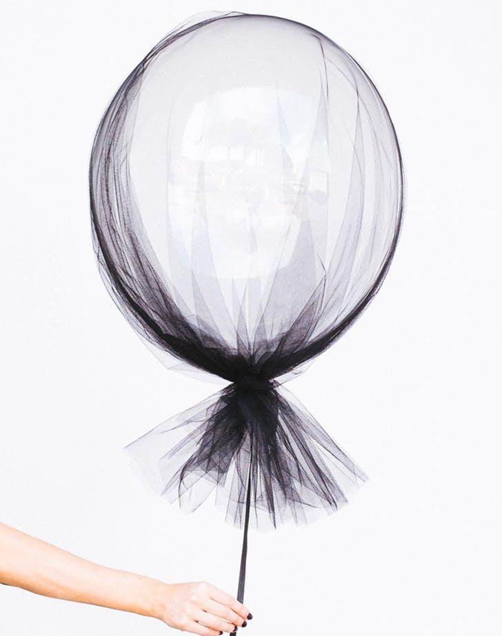 minimal halloween balloon ghost DIY