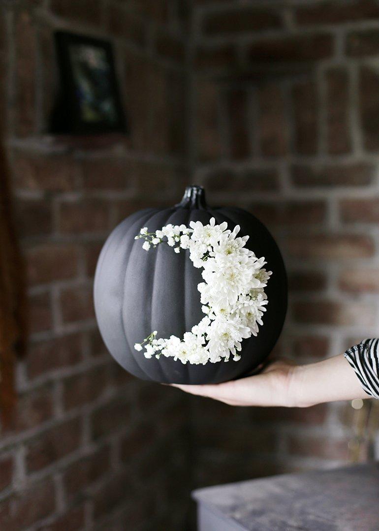 minimal halloween floral pumpkin DIY