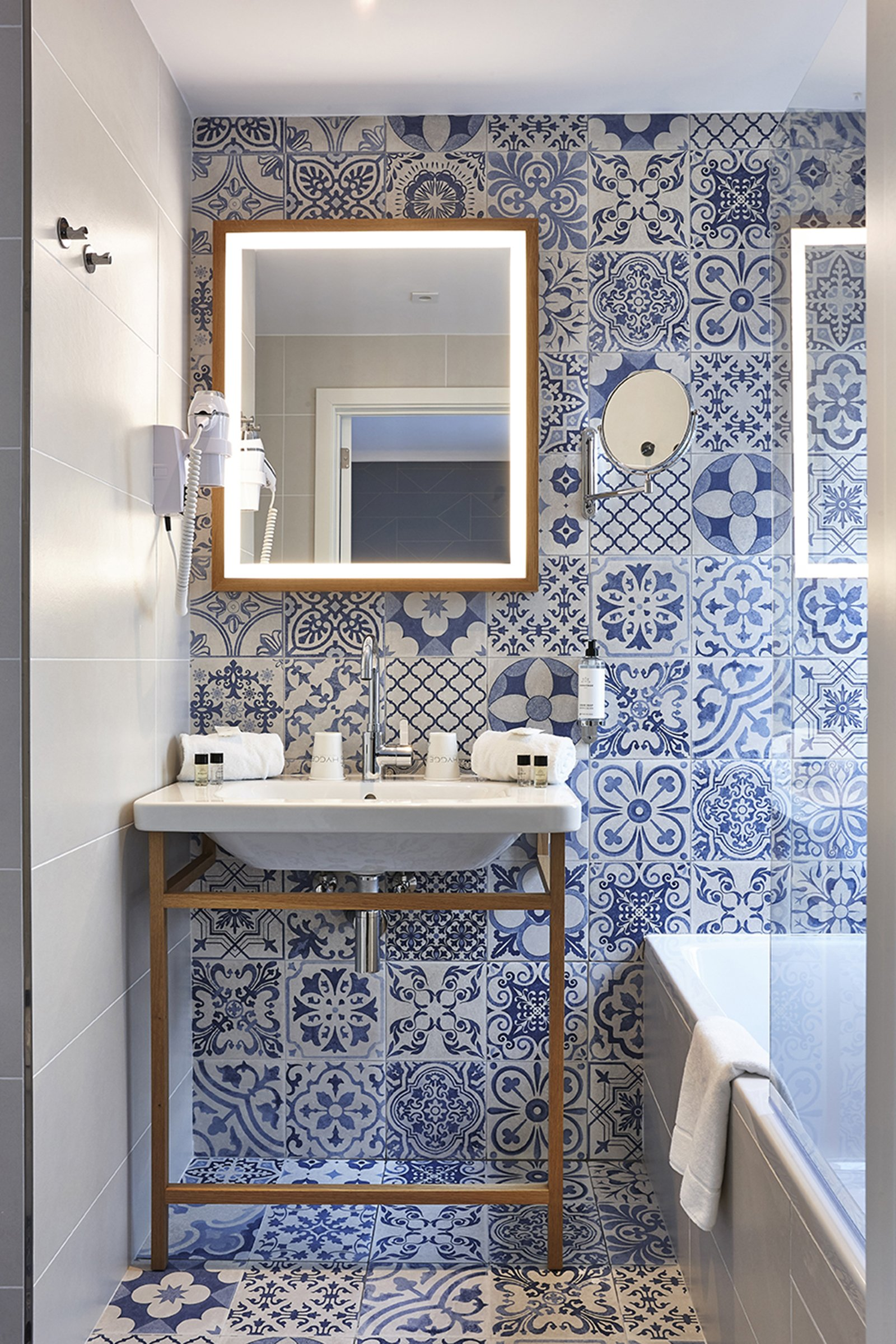 hygge hotel brussels belgium bathroom