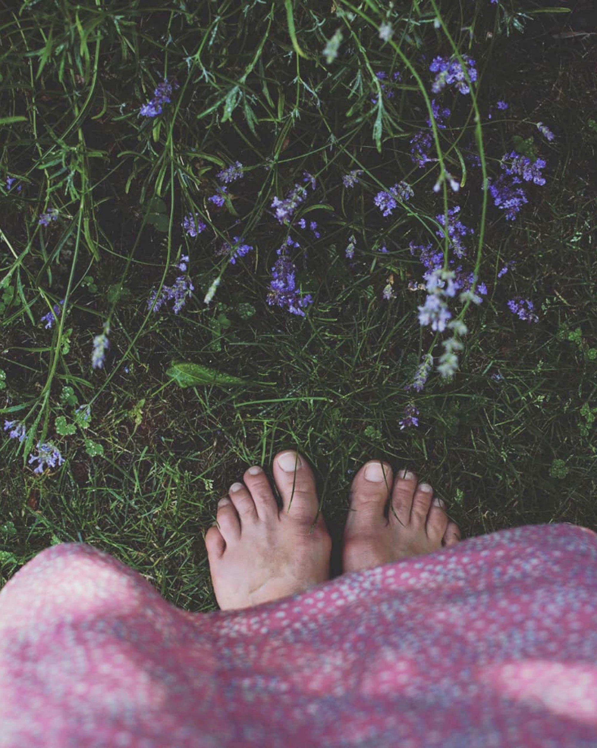 scandinavian feeling toes summer