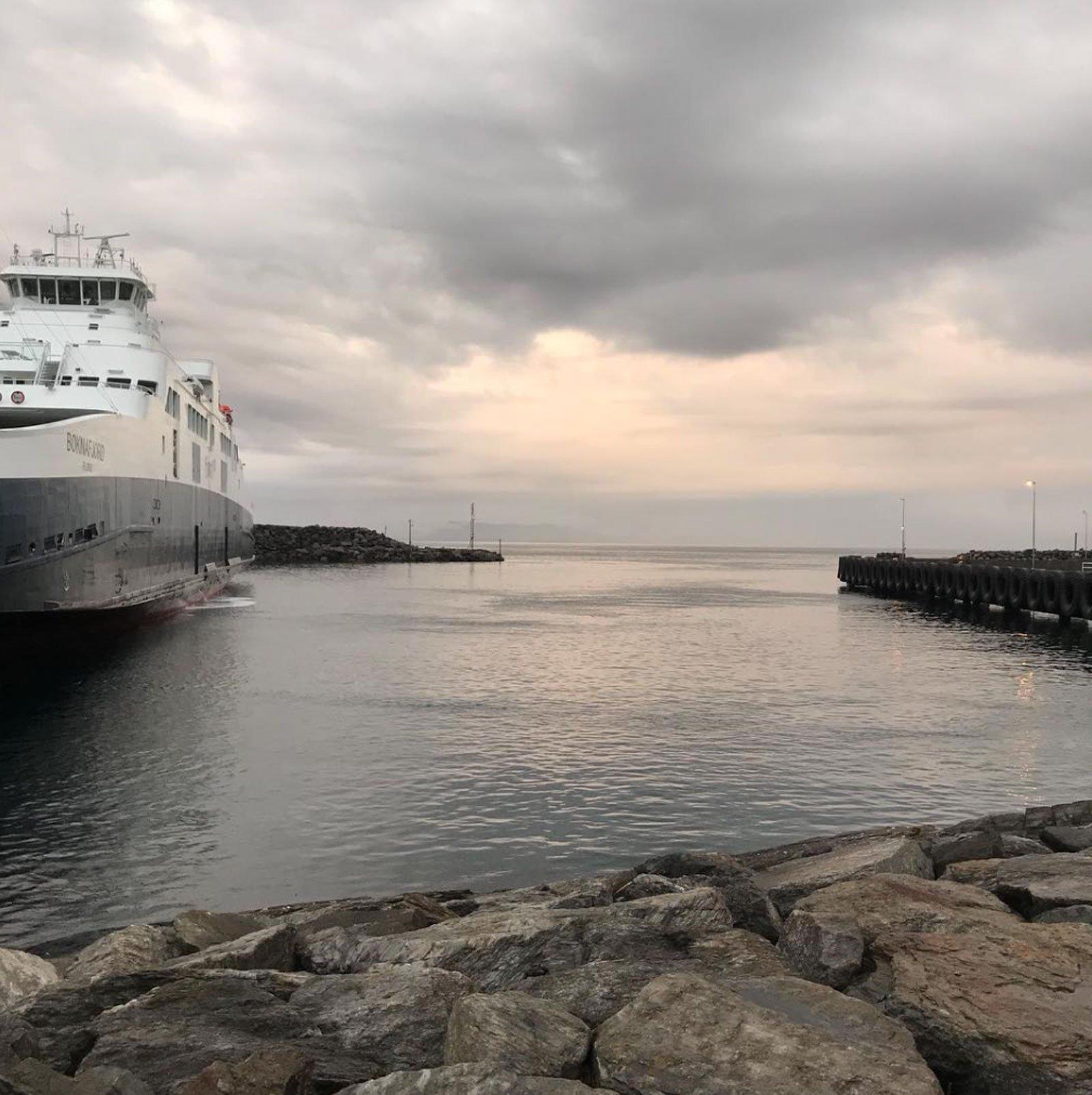 scandinavian feeling water summer