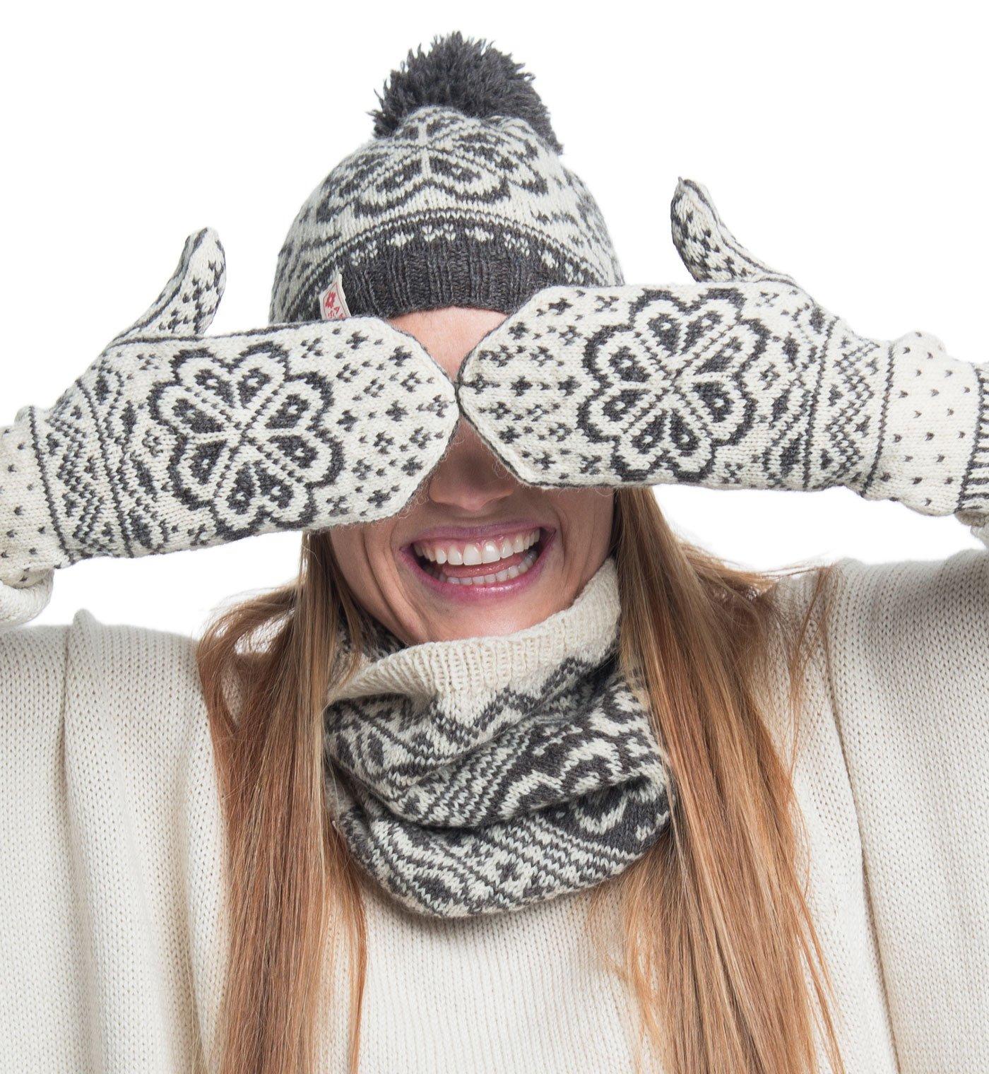 scandinavian gloves autumn winter
