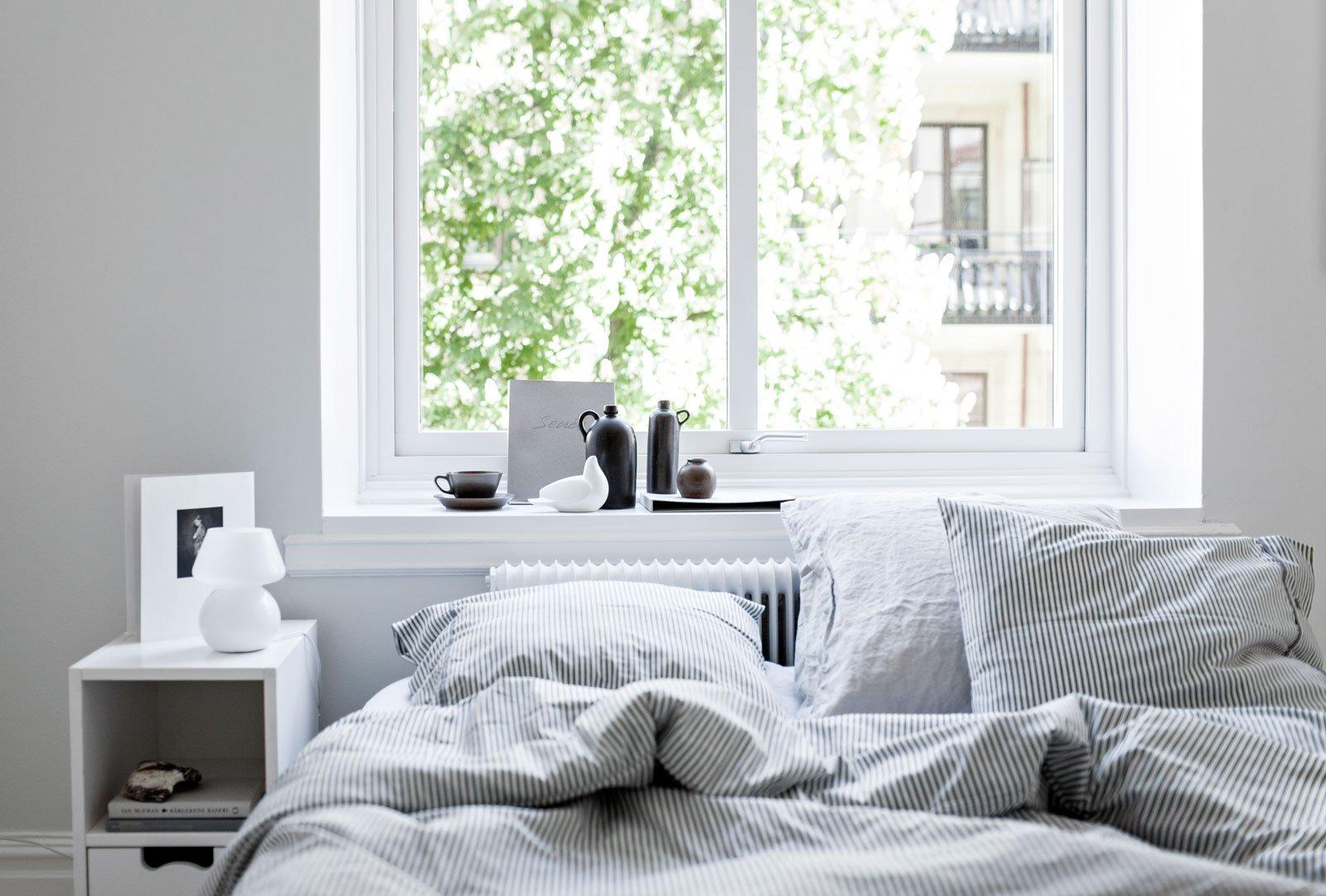 bedroom cozy light calm