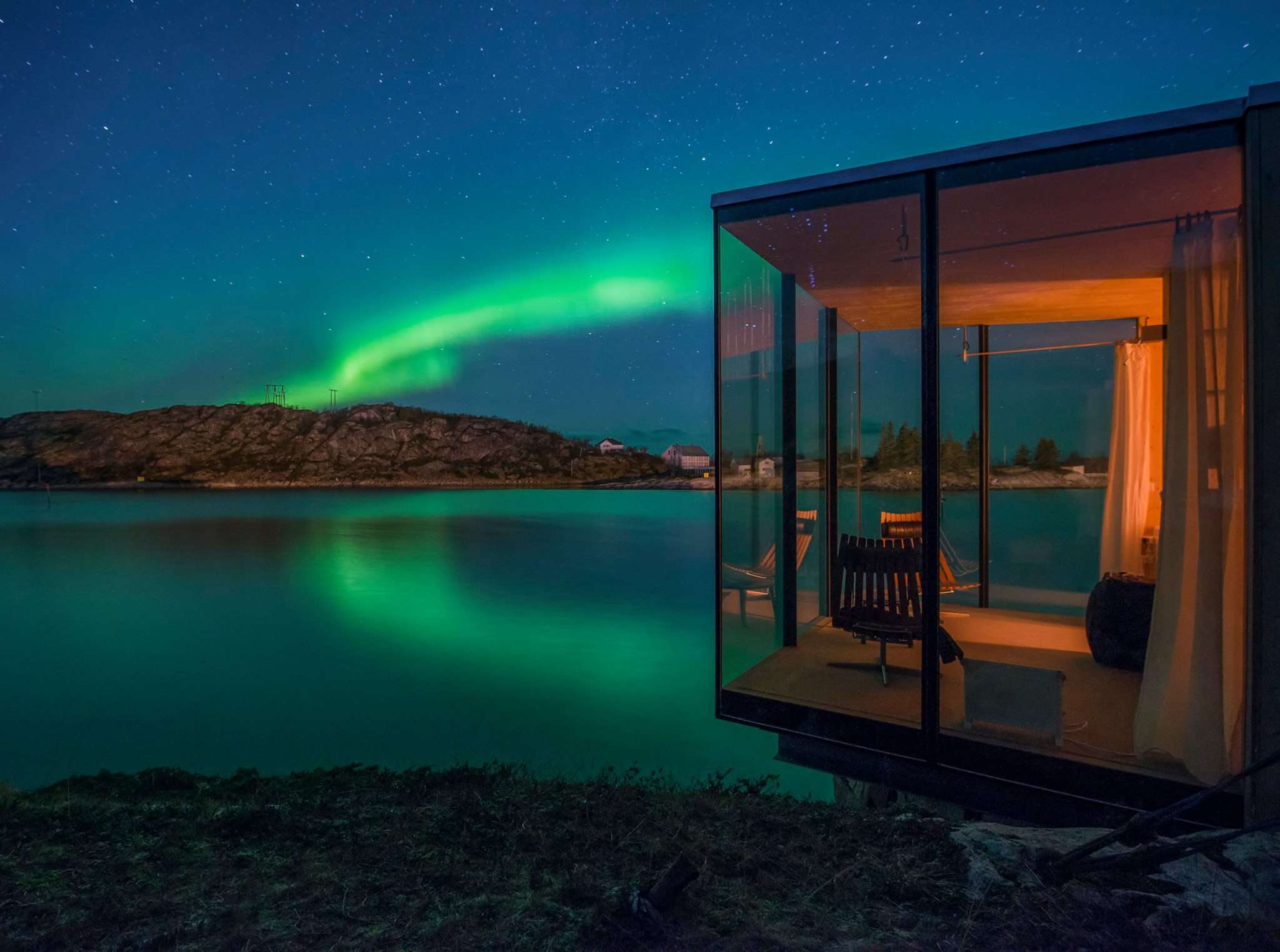 amazing norway travel cabin manshausen northernlights