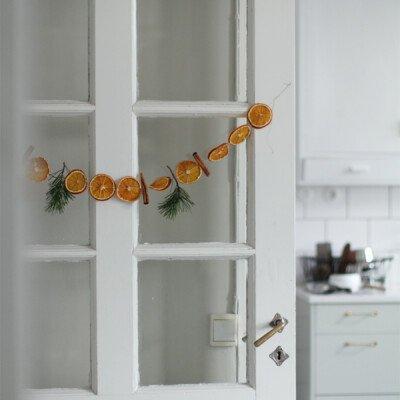 ThatScandinavianfeeling christmas natural hanging oranges