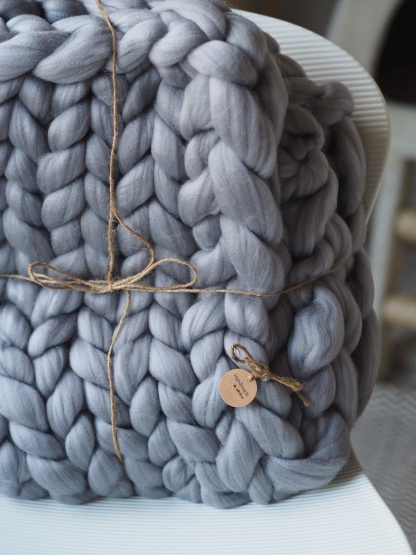 ThatScandinavianFeeling chunky knit blanket cozy gift guide