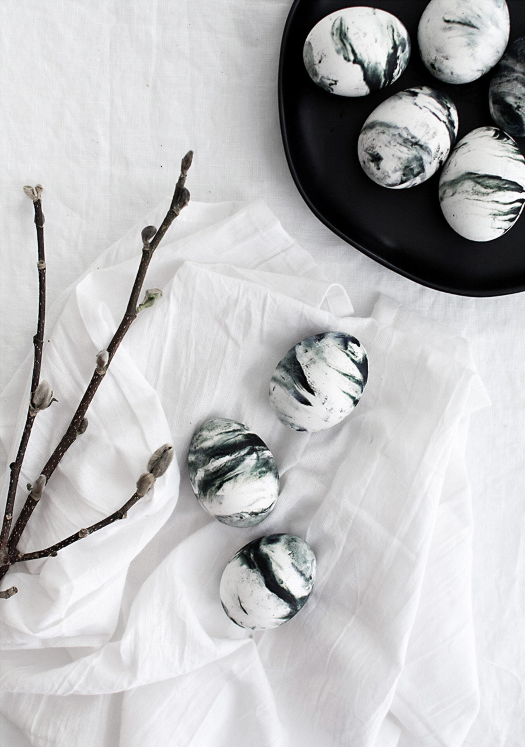Easter DIY inspiration marbled eggs scaled