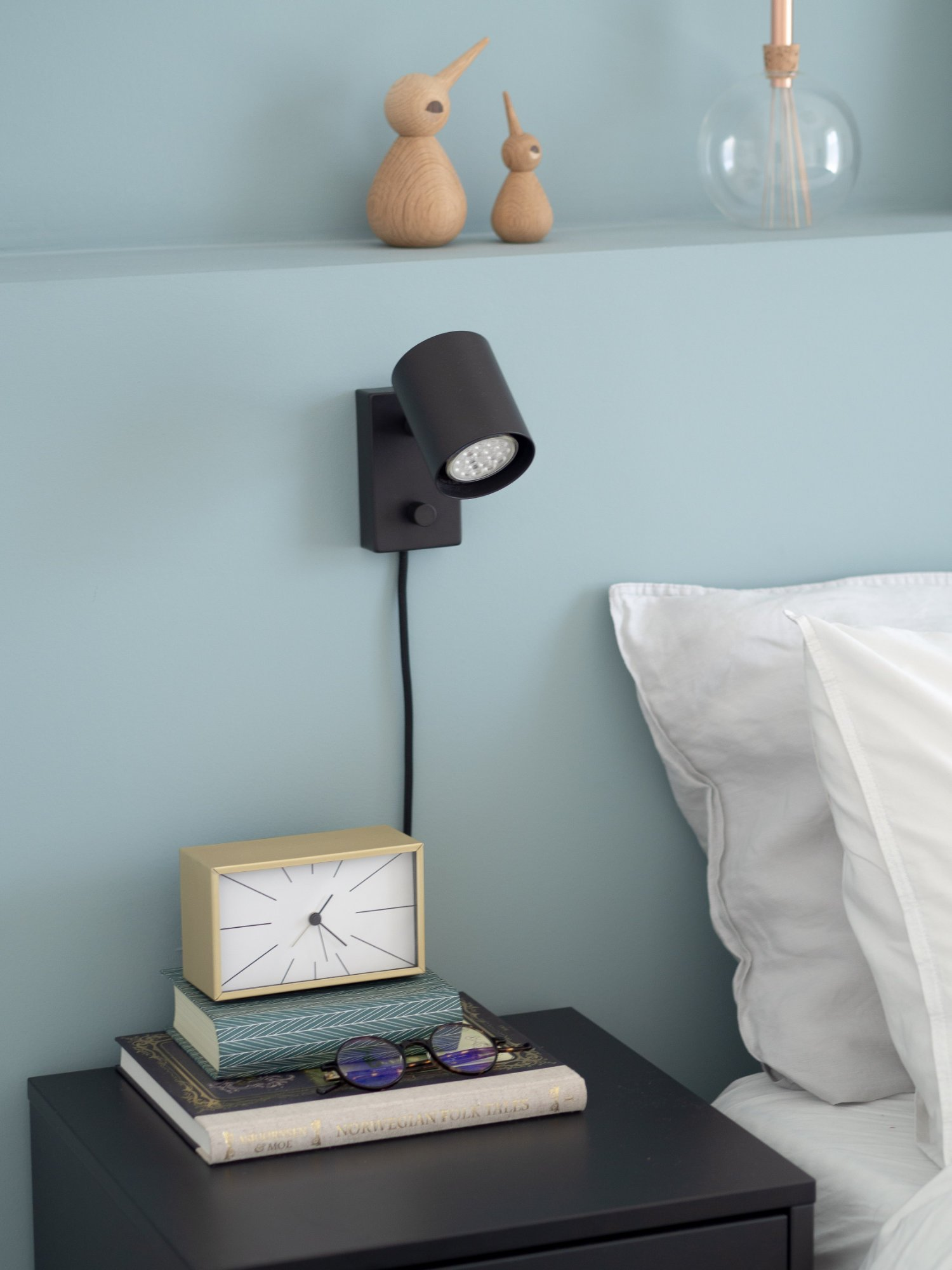 That Scandinavian Feeling Home Tour bedroom bedsidetable