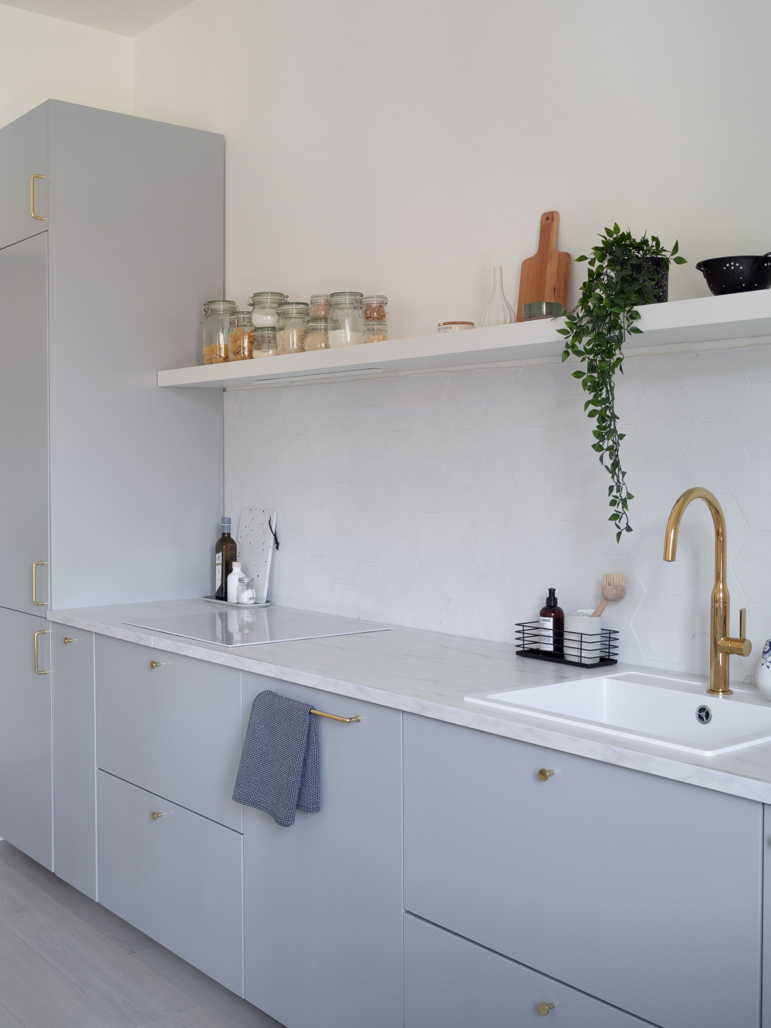 That Scandinavian Feeling Home Tour kitchen shelf