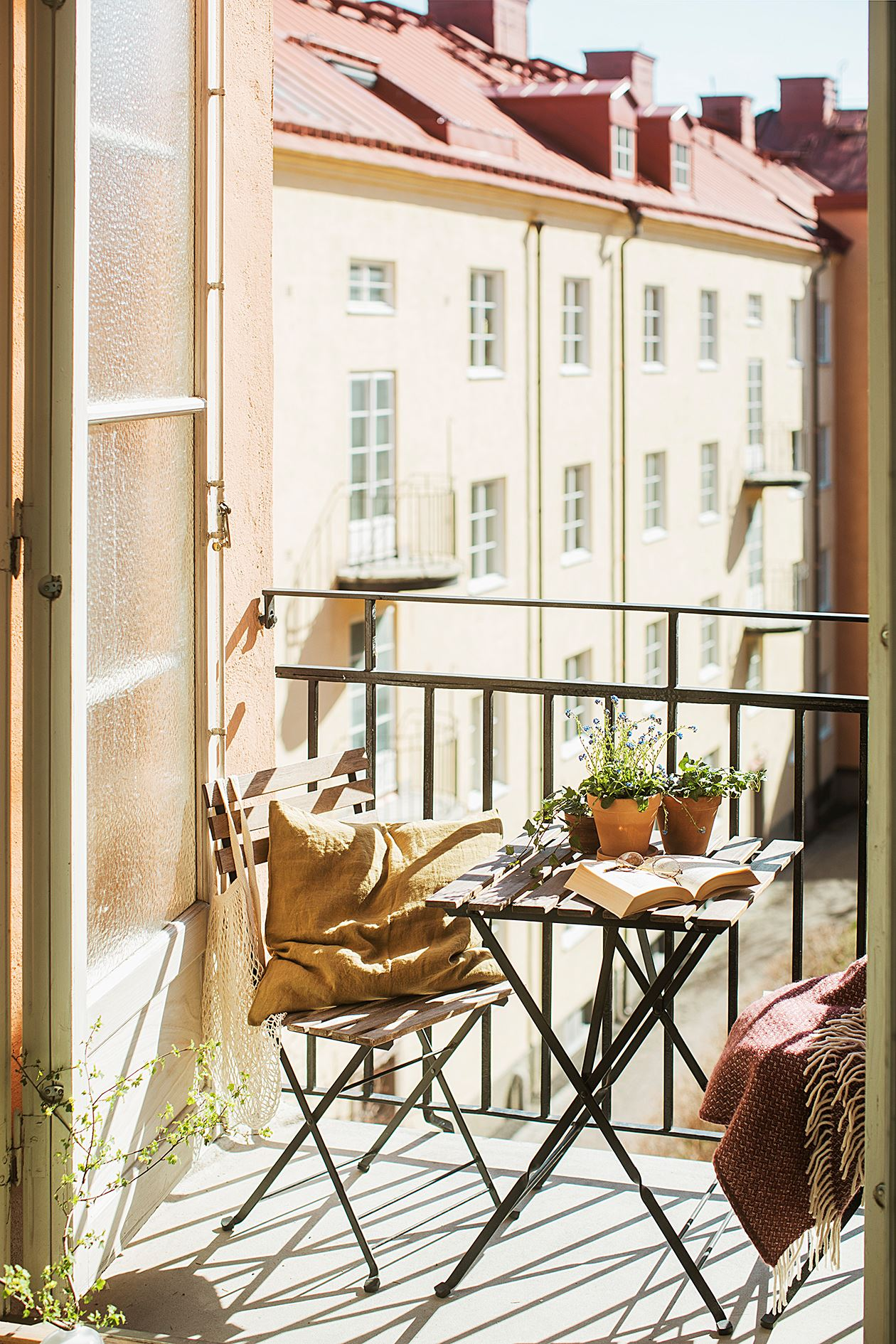 thatscandinavianfeeling cosy balcony scandinavian hygge 14