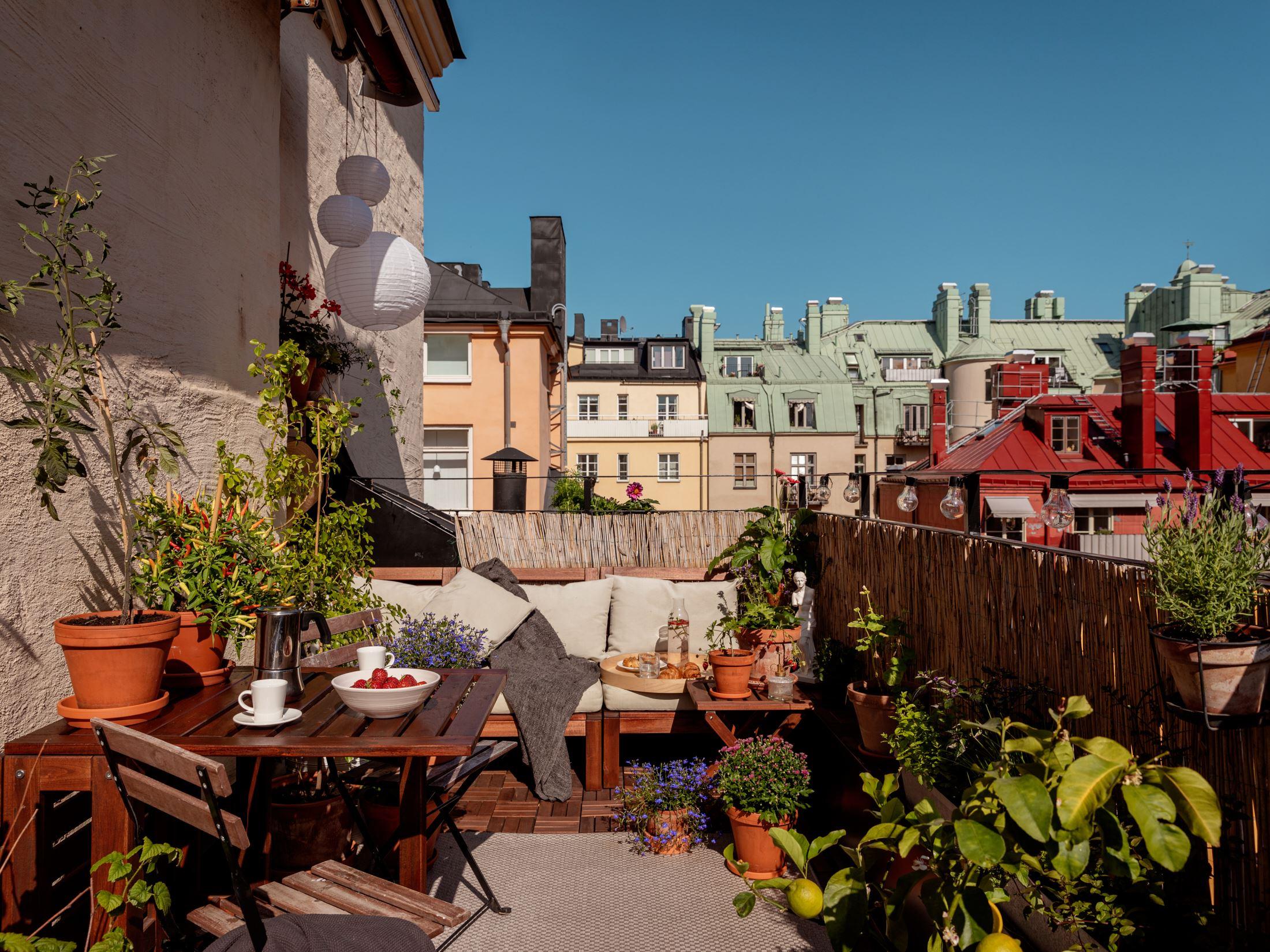 thatscandinavianfeeling cozy balcony scandinavian hygge 1