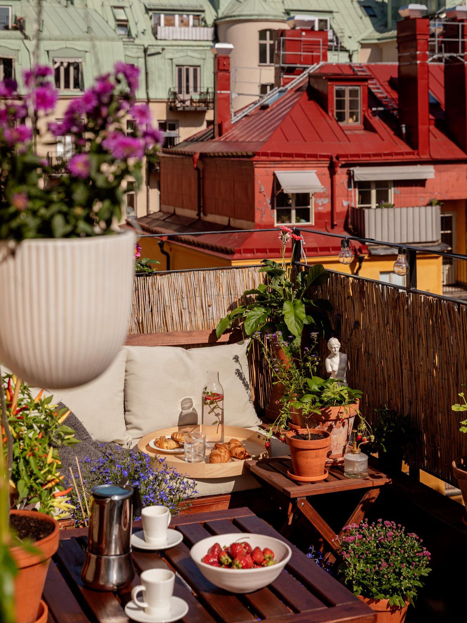 thatscandinavianfeeling cozy balcony scandinavian hygge 2