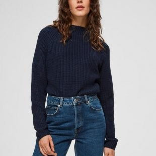 cozy-blue-jumper-jeans-scandinavina-style-fashion-autumn