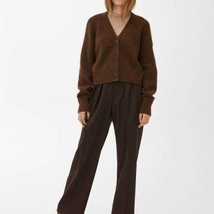 cozy-brown-cardigan-scandinavina-style-fashion-autumn-nordic