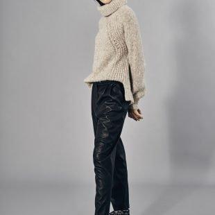 cozy-leather_trousers-scandinavina-style-fashion-autumn-nordic