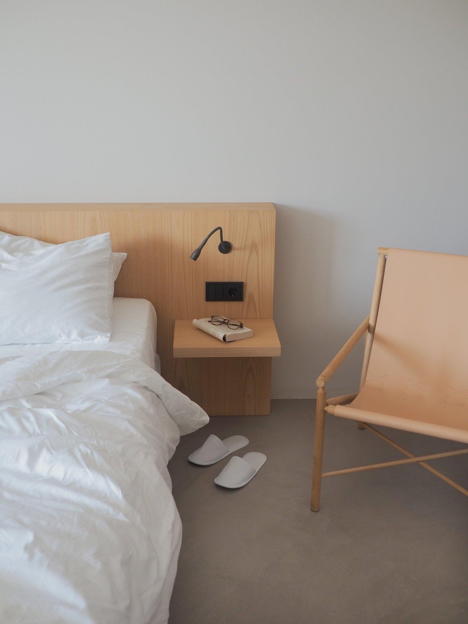 scandinavian-design-hotel-dolomites-italy-bed-cozy