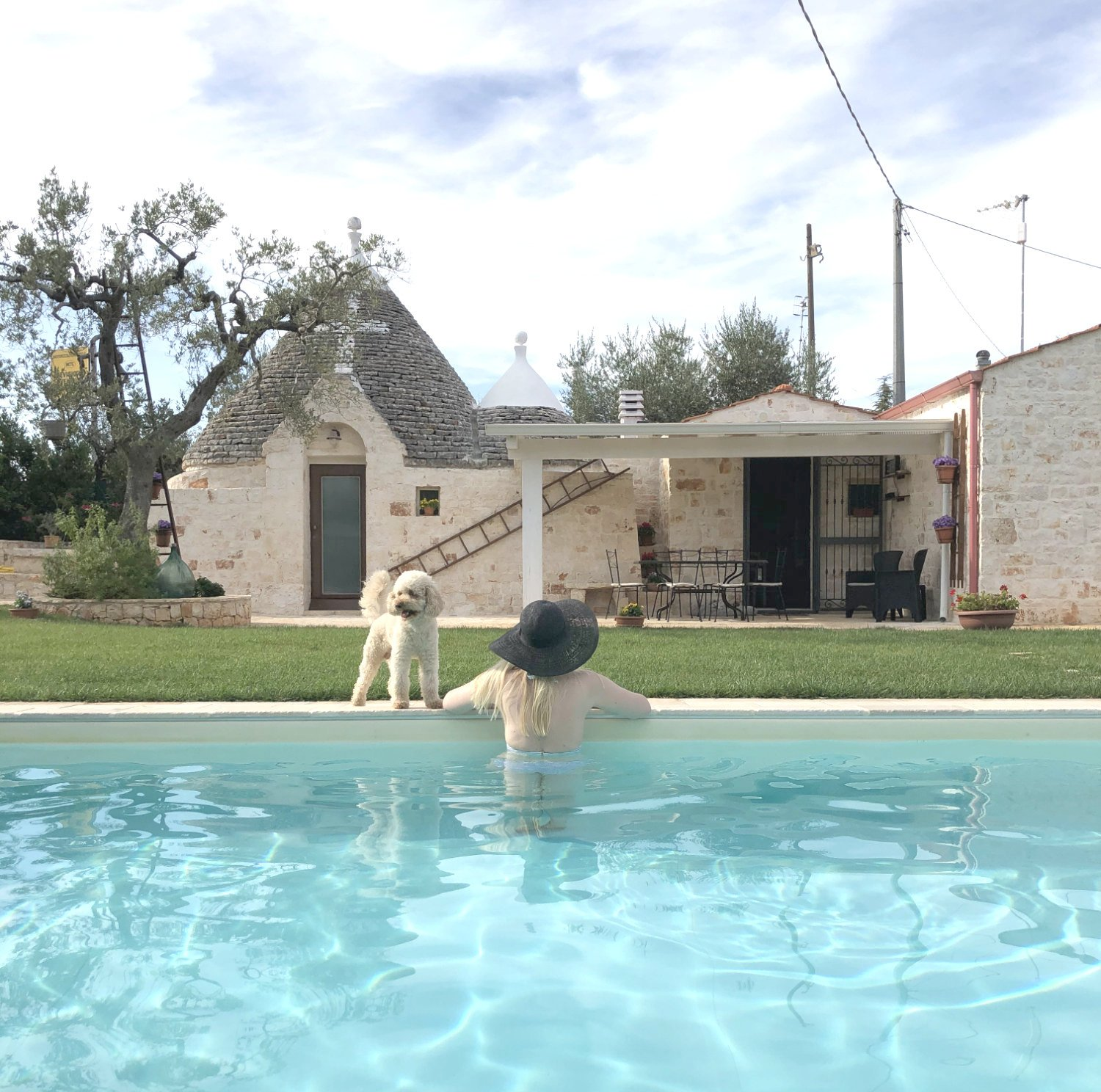 scandinavian-feeling-trullo-puglia-italy-pool