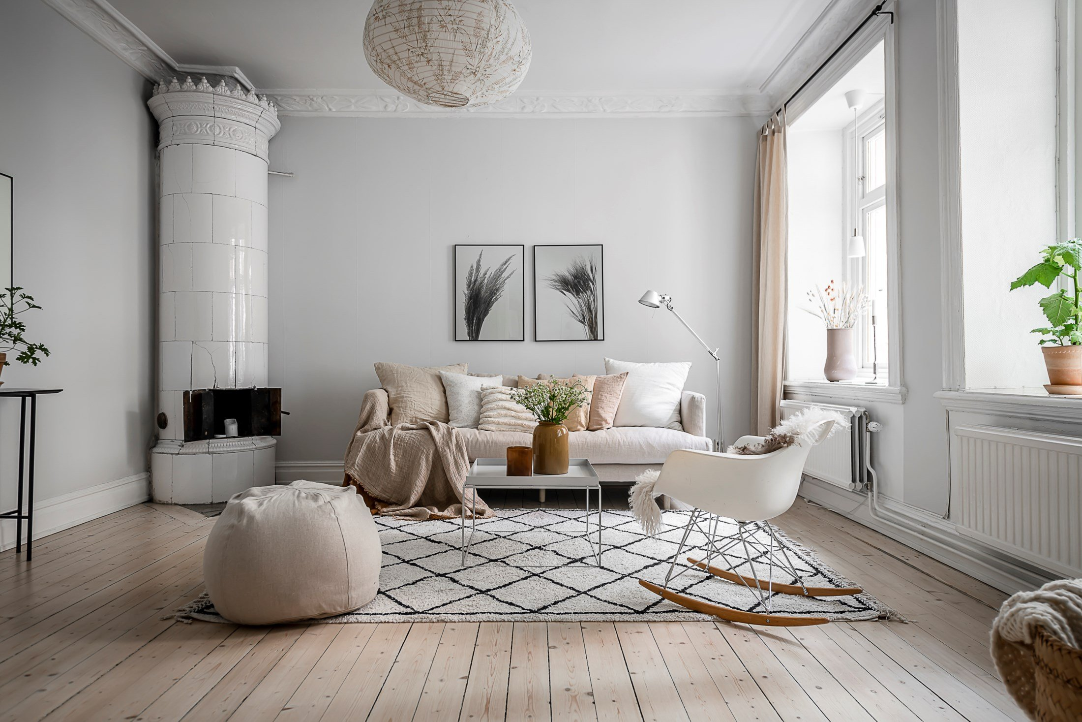 scandinavian-livingroom-interior-cozy-neutral-autumn