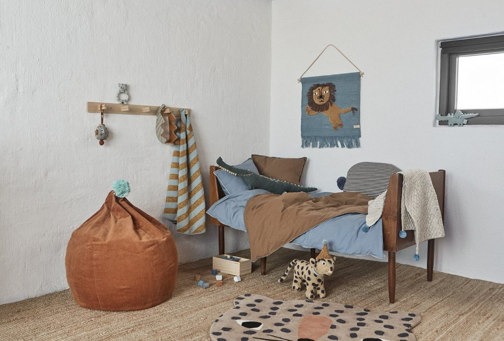 scandinavian feeling interior trend colourful wallhang