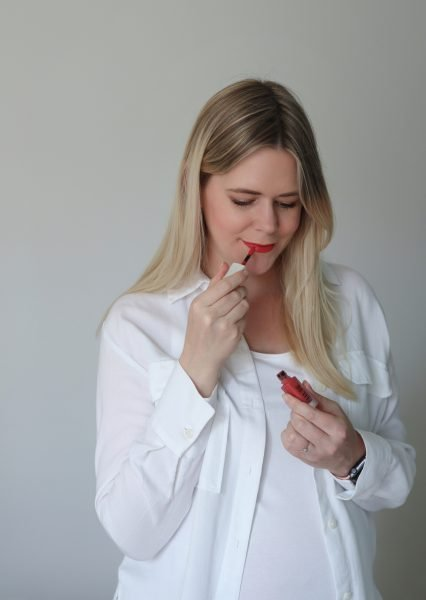 scandinavian feeling custom sustainable lipstick ellure scandi red look