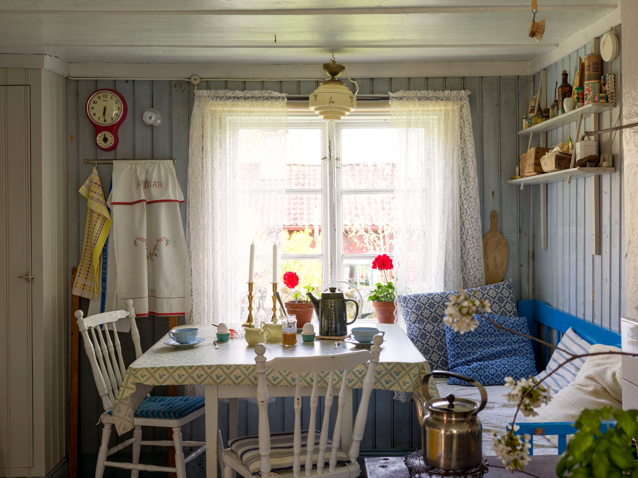 scandinavian-feeling-idyllic-swedish-cottage-hygge-1