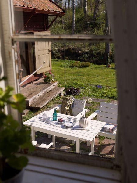 scandinavian feeling idyllic swedish cottage outside 1